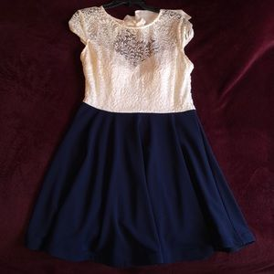 Juniors' Bow-Back Colorblocked Dress